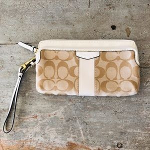 ♥️ Coach ♥️ Signature Cream Wallet Wristlet